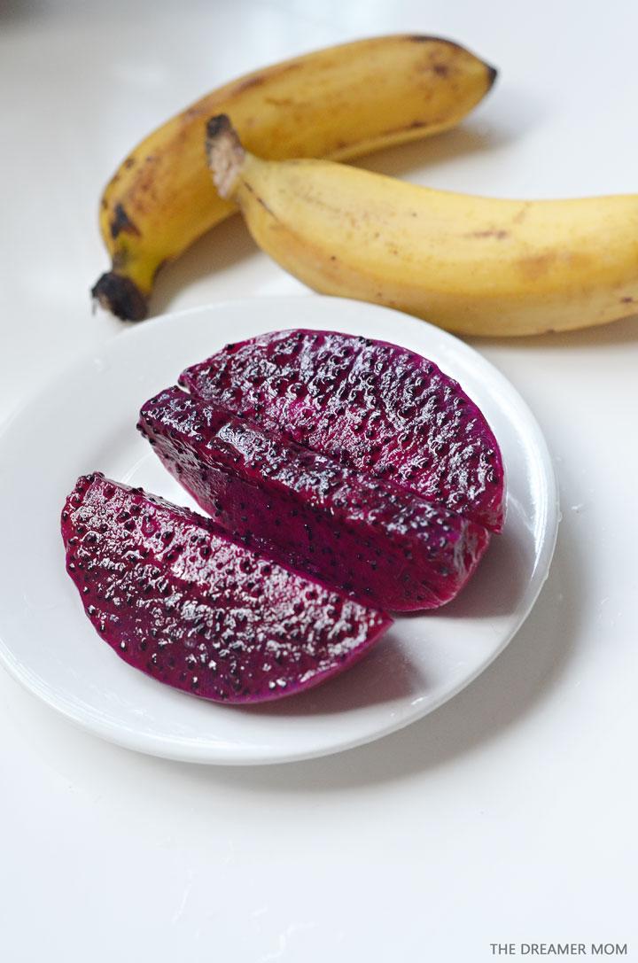 dragonfruit-+-banana-smoothie-01