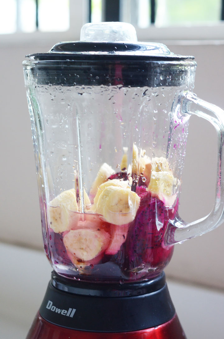 dragonfruit-+-banana-smoothie-04