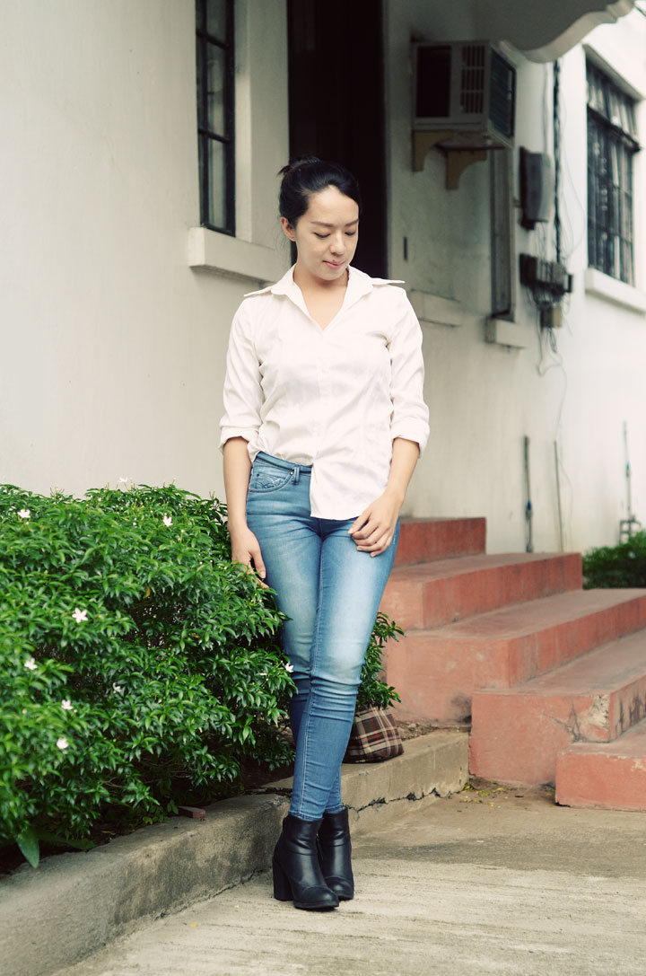 white-shirt-&-jeans